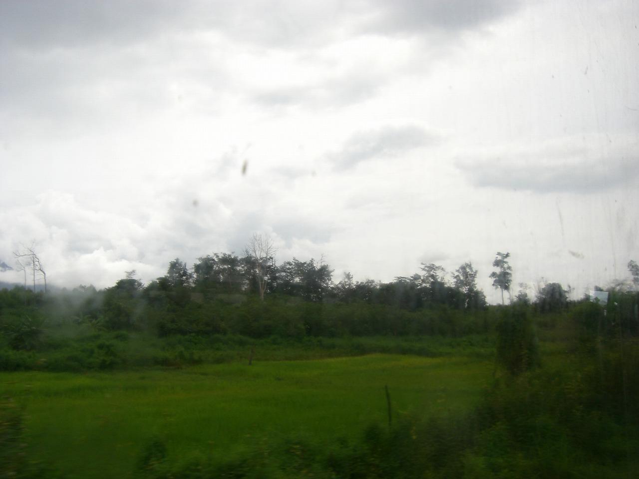 【大発見】ラオスの田舎にちょっとエッチな山があった!