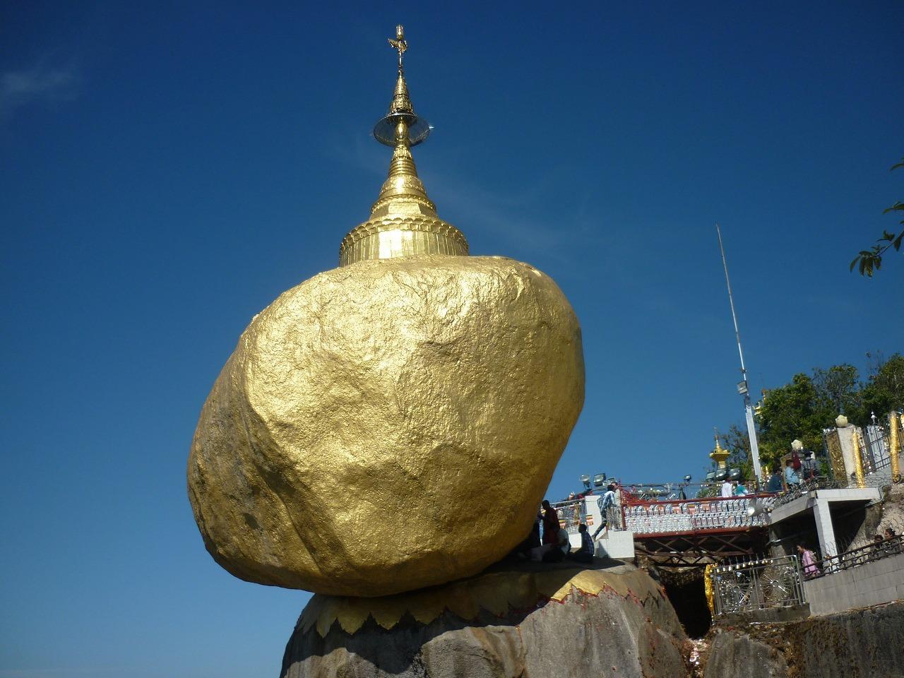 死ぬまでに一度は見てみたい!ミャンマーの『奇跡の岩』ゴールデンロック