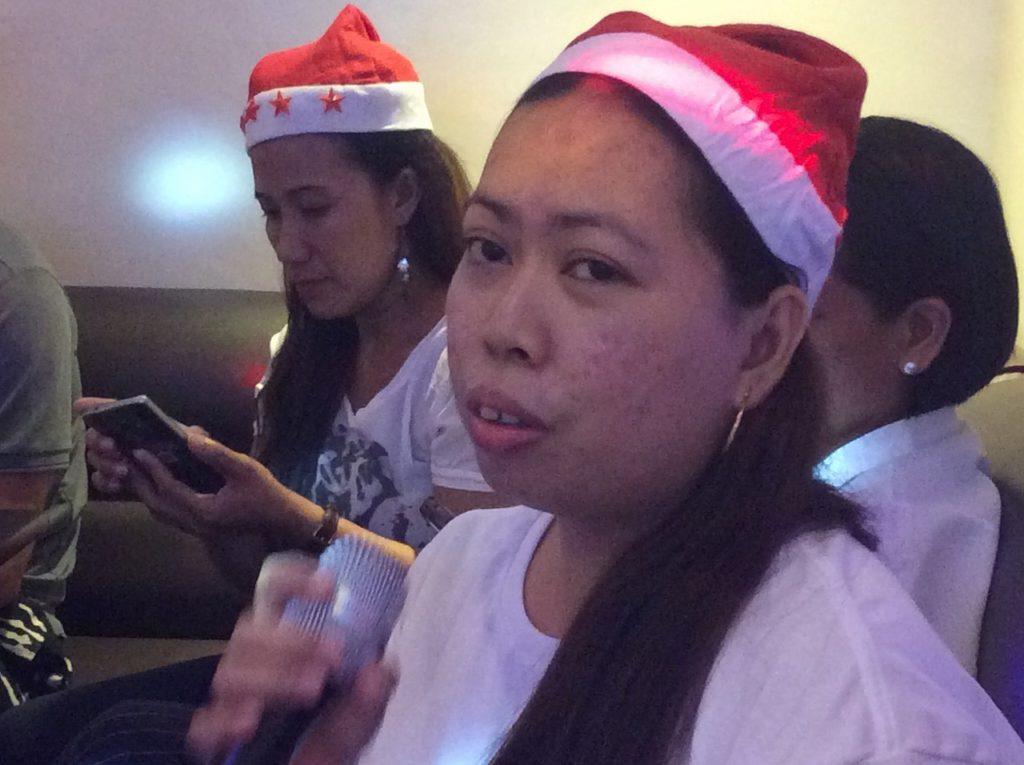 フィリピン留学 クリスマスパーティー カラオケ